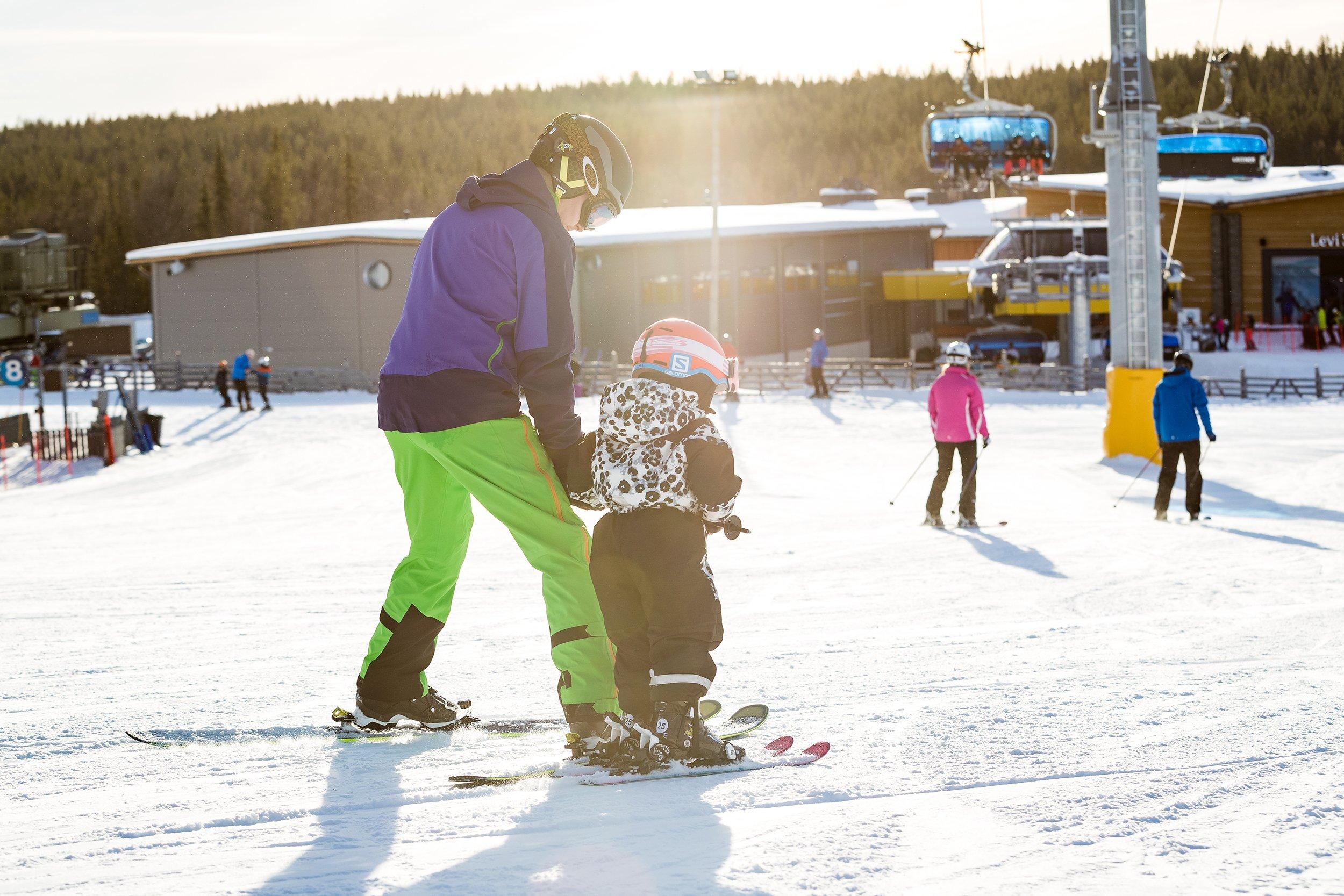 Family skiing 4 Levi-1