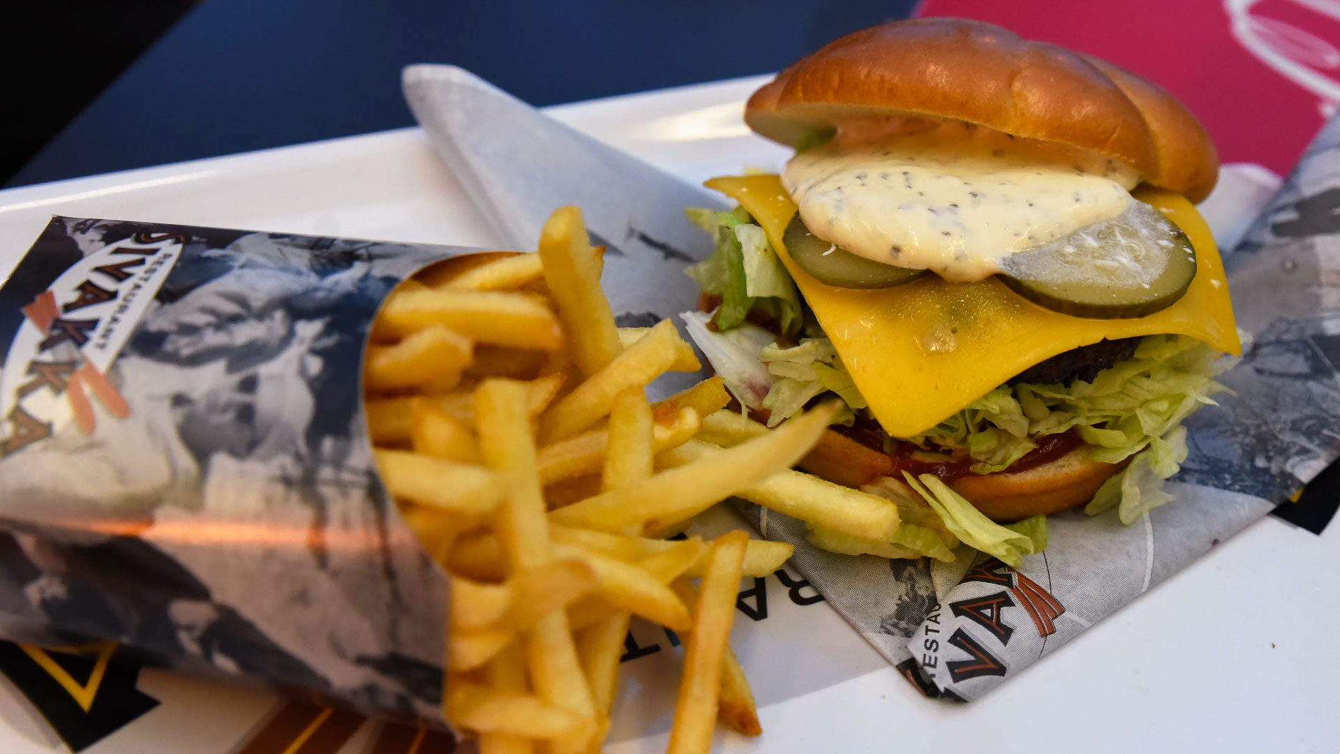 Levi-Restaurants-hamburger