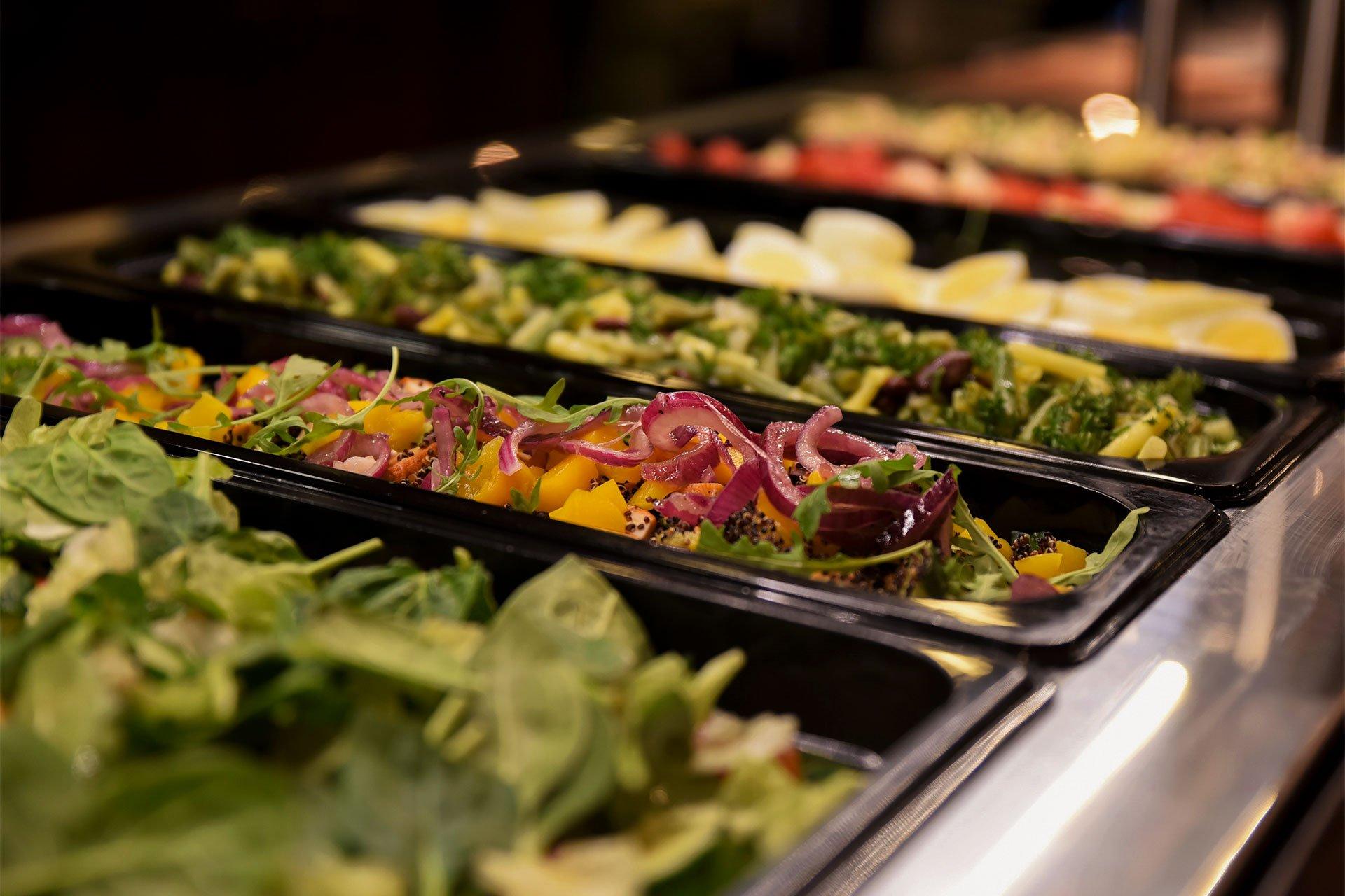 Levi_Restaurants_lounas_salaatti